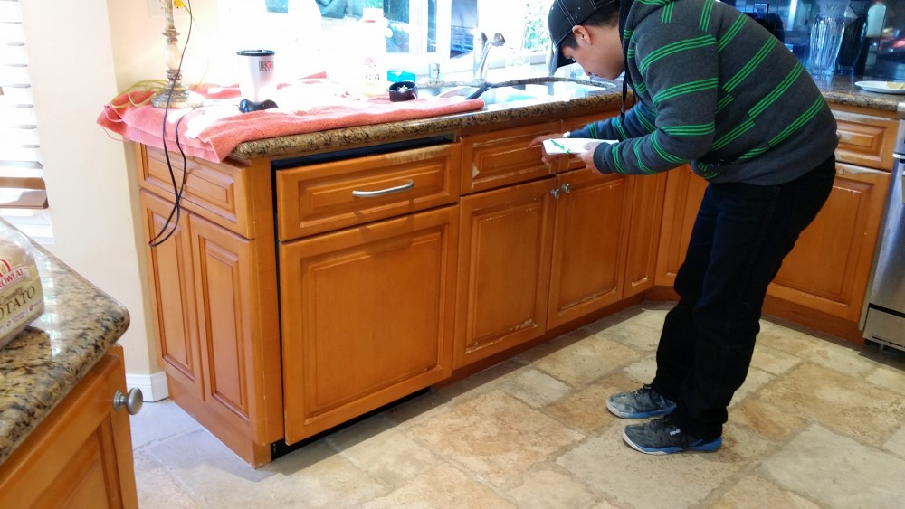 Fixing kitchen cabinets